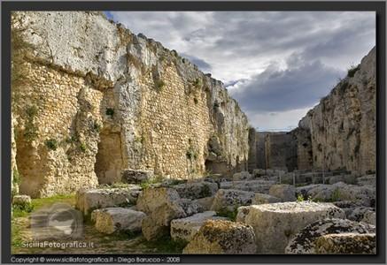 Veduta del terzo fossato di difesa del castello Eurialo