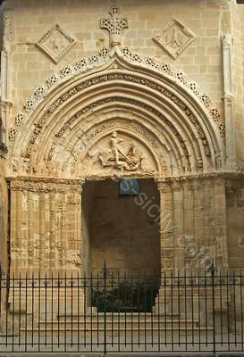 Portale San Giorgio in stile chiaramontano