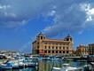 Siracusa, Ortigia: Veduta del porticciolo con pescherecci ed il palazzo delle poste