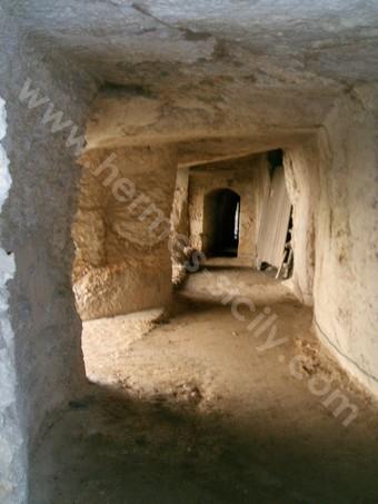 Veduta di una delle gallerie sotterranee del Castel Eurialo